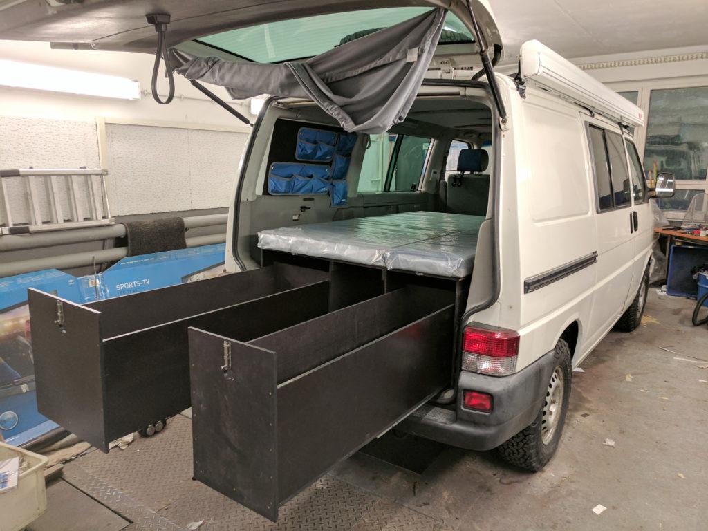 Last-Schubladen-Auszug (groß 400kg, klein 300kg) beim Camping-Ausbau (T4 Syncro)