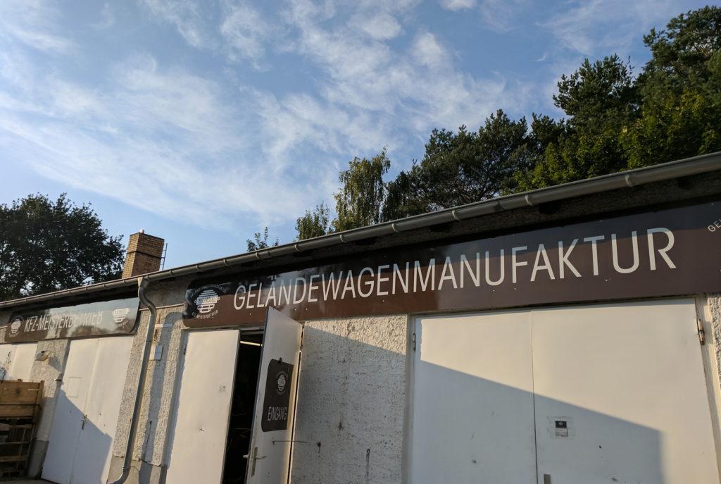 Eingang zur Werkstatt (Geländewagen Manufaktur)